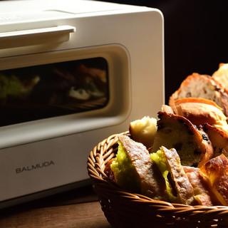 ランチは自家製パンが食べ放題!バルミューダのトースターで!
