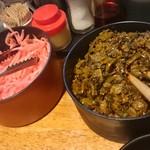 一葉軒 - 卓上の辛子高菜&紅しょうが