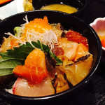 57602928 - 新鮮かつネタが贅沢にのった海鮮丼!