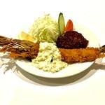 AB-kitchen - 天然海老フライとハンバーグのセット。