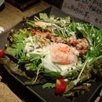 TERAS - 地鶏の親子シーザーサラダ 756円