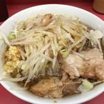 ラーメン二郎 - 小ラーメン 麺半分 ニンニク・アブラ(600円)