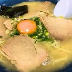 ビッグワン - 料理写真:卵入りラーメン
