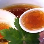 57607750 - 透明度の高いスープ