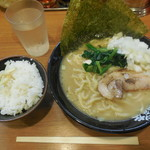 横浜家系ラーメン 代々木商店 - とんこつ醤油¥680-