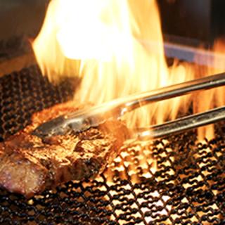 厳選した食材を使った炭火グリル料理