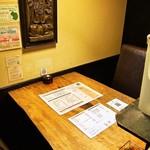ラマイ - 店内(テーブル席)
