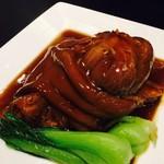 桃花源 - 国産骨付き豚スネ肉の上海風煮込み