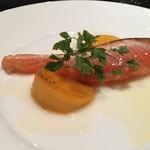 Maison de h-l'E´ridan - サーモン、ソテーした柿とライムのソース