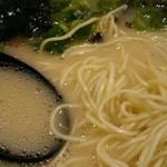 57638503 - スープと麺アップ