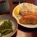 Bungochaya - 定食の白身魚のフライと山くらげ