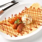 ルコックロティ - 焼きリンゴとバニラアイスの塩キャラメルソース