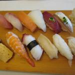 江戸前 びっくり寿司 - おまかせ12貫 ランチ