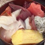 おやじのきまぐれ食堂 - ネタが変わる海鮮丼  アップ