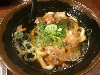 加寿屋 ヴィアあべのウォーク店 - 名物のかすうどん(小)。すっきりとした昆布と鰹の出汁に合わさる、かすのコク。美味です!