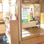 絹子 - 夜は居酒屋になるので、キープしてあるボトルが多いです。