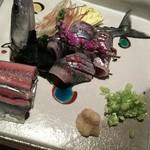 57656289 - (2016年10月 訪問)秋刀魚刺身。背側には綺麗な飾り包丁、腹側は短冊切りで細かい手仕事が見てとれます。
