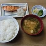 和か奈食堂 - 鮭塩焼き定食700円