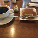 Apsara Cafe - ホットコーヒーと豆乳ティラミス
