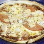 ごっち - 特製ピザは、薄焼きタイプ。大人はもちろん、キッズにも人気。