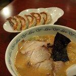 東京まんぷくラーメン - 味噌ラーメンと餃子