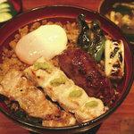 恵比寿 鶏味座 - 炭火焼鳥丼
