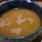 5767706 - スープ、ニンニク油の膜がはってます。