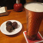 串八 - お通しのきぬかつぎと生ビール