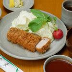 とんかつ武蔵 - 料理写真:メインメニューのとんかつ定食 ロースかヘレ御選び頂けます。