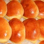 パン工房ルチア - クリームパン:バニラビーンをたっぷり使用