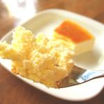 チーズケーキのチロル - ふわふわなのでスプーンでお召し上がりください