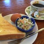 スリーピース - 料理写真:ブレンドコーヒー350円とバタートーストのモーニング