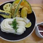 麦衛門 - 「野菜天ぶっかけ」750円ですが、「麺」を少なくしていただいたので、700円。