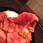 レッドロック - ローストビーフ自体はしっとりしてて美味しいですよ。
