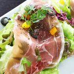 DINING 蔵RA - プロシュートで包んだ自家製シャンパンヴィネグレットサラダ