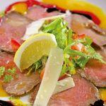 DINING 蔵RA - 牛フィレ肉の自家製ローストカルパッチョ~ラズベリーとマンゴーの色彩パレット仕立て~