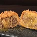兎屋 - 料理写真:兎屋名物!和牛すき焼きコロッケ