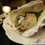 ホテル隠岐 - 2016年8月 1泊2食付きの夕食の一部。牡蠣は生に見えて火が入ってました。