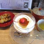 福茶庵 - プリンサンデーとみたらし団子と煎茶