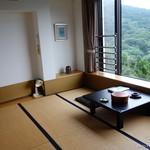 国賀荘 - 2016年8月 海側のとある部屋。窓がめちゃ大きい!一人でゆっくりさせてもらいました~(´▽`)