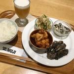 カフェ&ミール ムジ - 4種のデリ(¥1000)+ビール(¥400)
