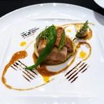 ガストロノミー ジョエル・ロブション - 豚肉 3種類の調理法で   スパイシーなスムールとアリッサの効いたブイヨンを添えて