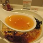 57716018 - 冷たいラーメンのスープ