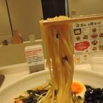57716027 - 冷たいラーメンの麺