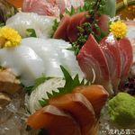 魚と串 いっしょう - 刺身盛り(三貫八種)