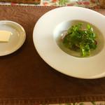 ラ・エトワール  - 自家製の野菜サラダ   パンも付いてます♪