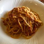 ラ・エトワール  - 鶏肉とトマトの南仏風ミートソース   ガーリックが効いて美味しい(*^_^*)