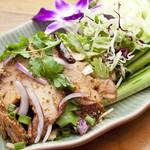 炙り豚肉とハーブのサラダ風 ★ ムー・ナムトック