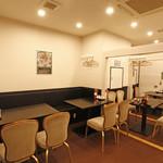 リトル成都 - 【個室】16名様までご利用いただける個室をご用意しております。仕切りを利用して8名様用個室や4名様用個室などご利用人数に合わせた個室のご用意も可能です。