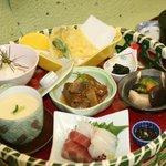 うつぼ浪漫亭 - 竹籠膳 1,680円 お造り・野菜の焚き合せ・まぐろの時雨煮・茶碗蒸しなど11品が楽しめます。